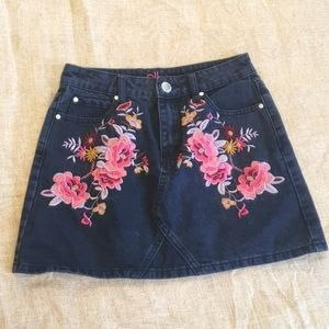 Size 8 Ally y2k 90s embroided floral denim mini skirt